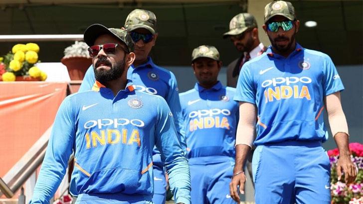 সেনা ক্যাপ পরিহিত ভারতীয় ক্রিকেটাররা