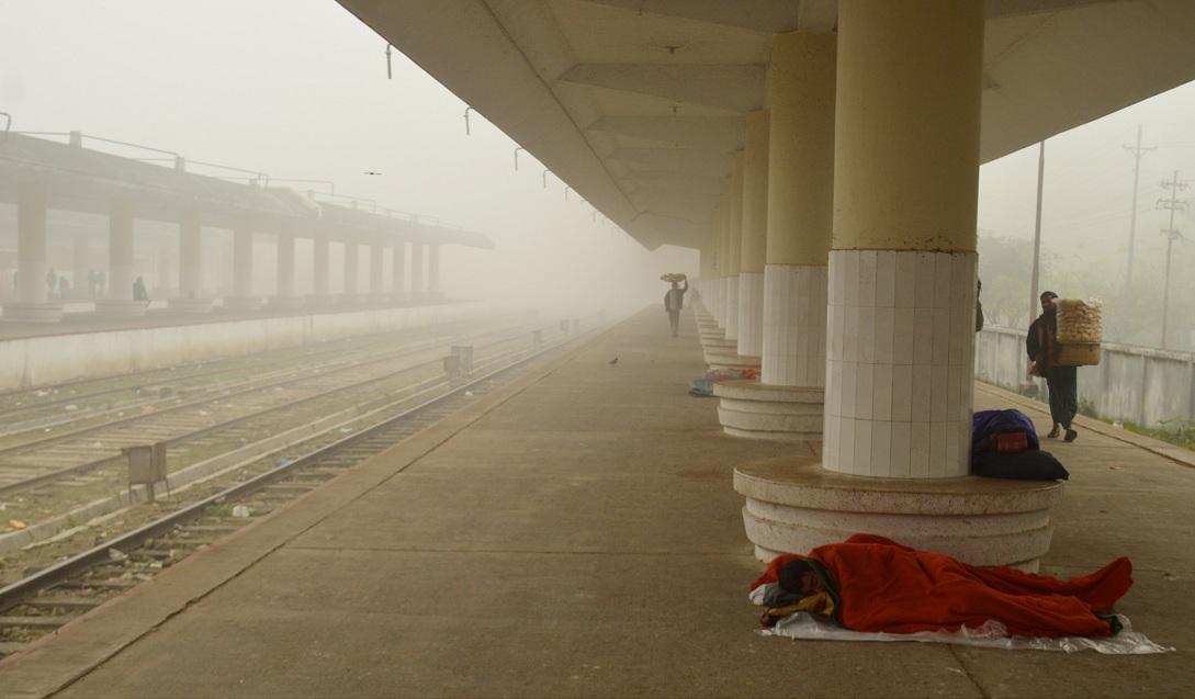 চলছে শৈতপ্রবাহ, কুয়াশা ঢাকা রাজশাহীতে জনজীবন স্থবির