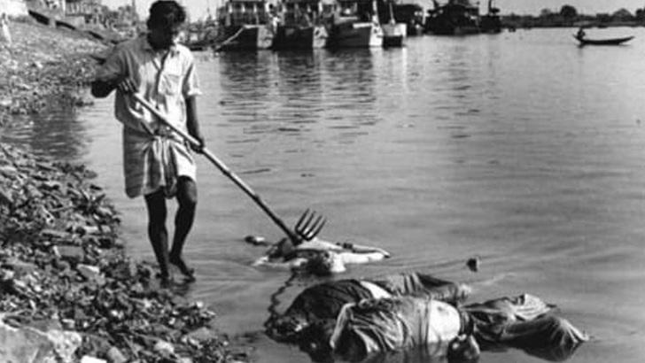 পাকিস্তানিরা বাঙালিদের হত্যা করে