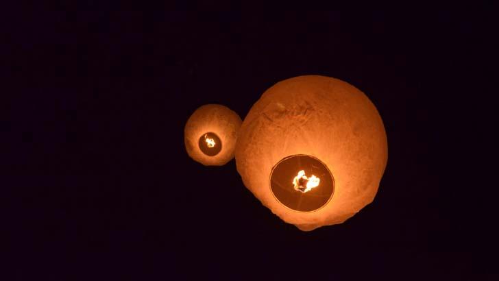 পুরাতন রাজবাড়ী মাঠ আকাশে ফানুস বাতি