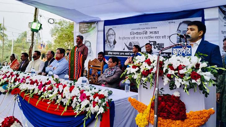 কুমিল্লায় নৌকার পক্ষে দেলোয়ার হোসেন ফারুকের ব্যাপক গণসংযোগ