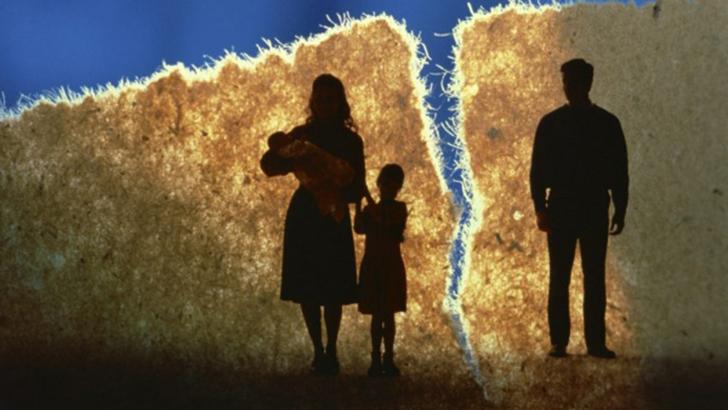 মা-বাবাকে হারিয়ে সত্যিই আমি একা হয়ে যাই। অনেক কষ্টের মধ্যে প্রাইমারি শেষ করি।