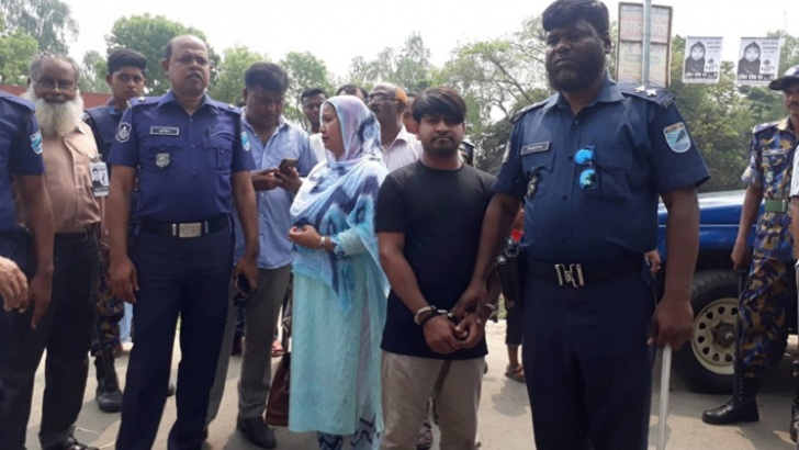 Tangail boats fake voices, assistant chairpersons held. Photos collected