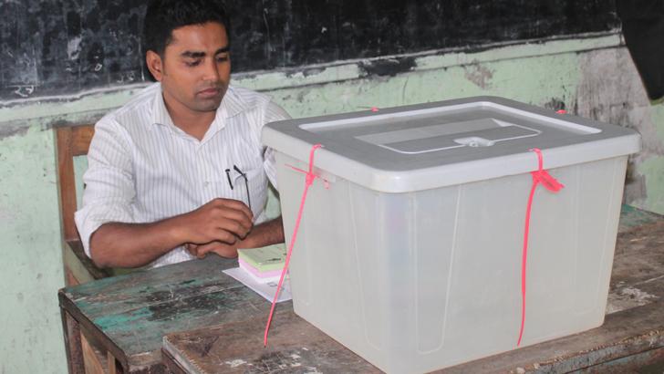 মঙ্গলসিকদার মাধ্যমিক বিদ্যালয়ের মহিলা কেন্দ্রের ৭নং কক্ষে ভোট পড়েছে মাত্র একটি