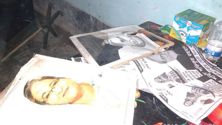 ফরিদগঞ্জে আ'লীগ অফিসে বঙ্গবন্ধু ও প্রধানমন্ত্রীর ছবি ভাংচুর