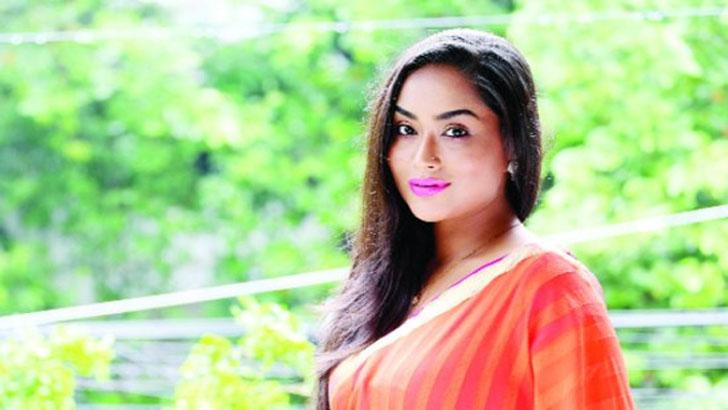 লাক্স সুন্দরী ও অভিনেত্রী জাকিয়া বারী মম