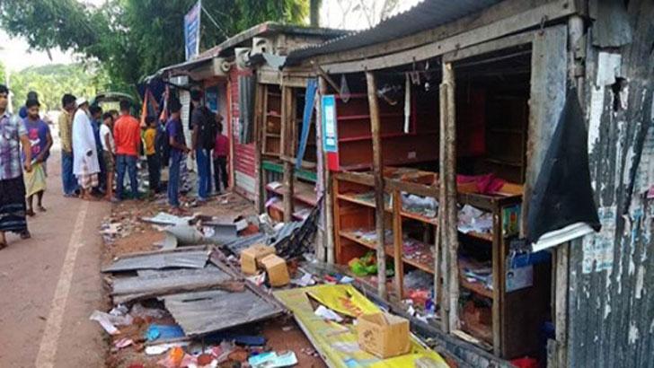 টুঙ্গিপাড়ায় দুদল গ্রামবাসীর সংঘর্ষে আহত ৫০