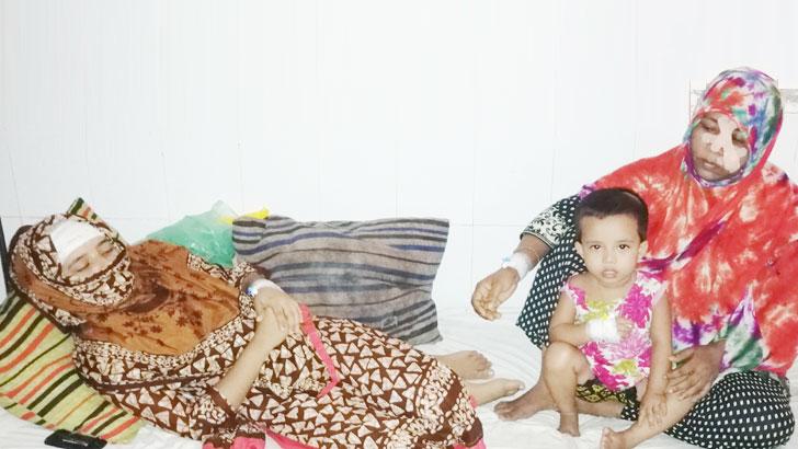 বিয়ে দিতে রাজি না হওয়ায় মা-মেয়েকে কোপাল সন্ত্রাসীরা