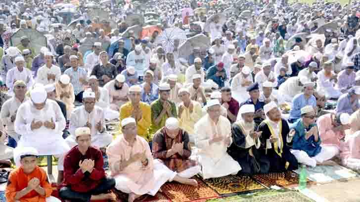 গোড়-এ শহীদ ময়দানে জামাতে প্রায় ৪ লাখ মুসল্লির একসঙ্গে নামাজ আদায়