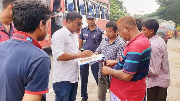 মোবাইল কোর্ট পরিচালনা করেন শিবালয় উপজেলা নির্বাহী অফিসার এএফএম ফিরোজ মাহমুদ