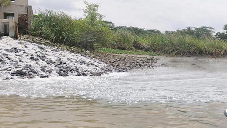 নদী দূষণ