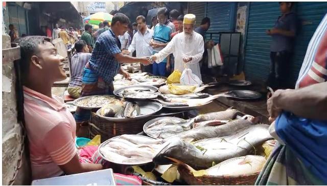 মাছ বাজারে টাকার নোটে জীবাণু।