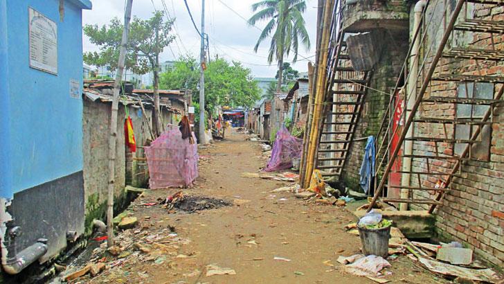 অগ্নিঝুঁকিতে দুয়ারীপাড়া বস্তি