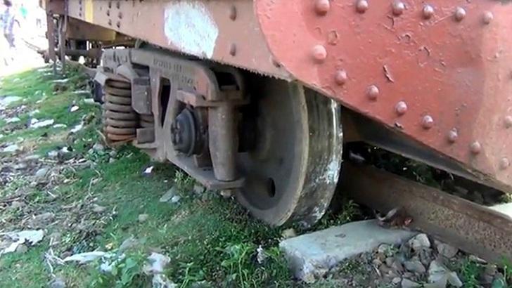 বগি লাইনচ্যুত, ঢাকা- ময়মনসিংহে রেল যোগাযোগ বন্ধ