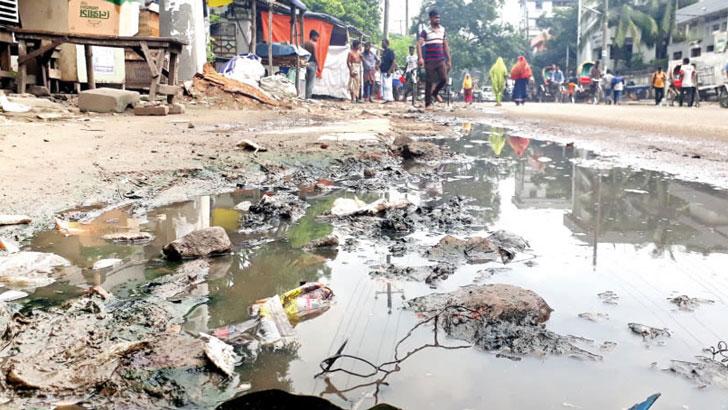 তেজগাঁও শিল্পাঞ্চল: ভাঙাচোরা সড়কে ভোগান্তি