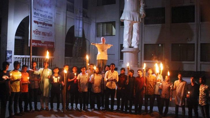 কুমিল্লায় বিশ্ববিদ্যালয়ে বশেমুরবিপ্রবির ভিসির কুশপুত্তলিকা দাহ