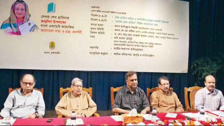 'রাষ্ট্রনায়কের পাশাপাশি শেখ হাসিনা দায়বদ্ধ লেখক'