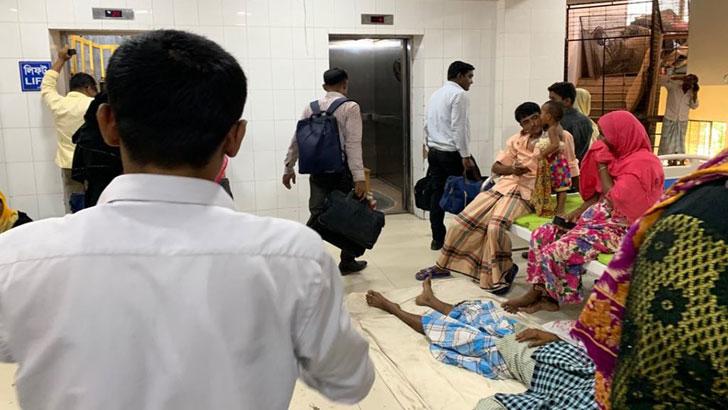 কক্সবাজার সদর হাসপাতালে অনিয়মে নাজেহাল রোগীরা