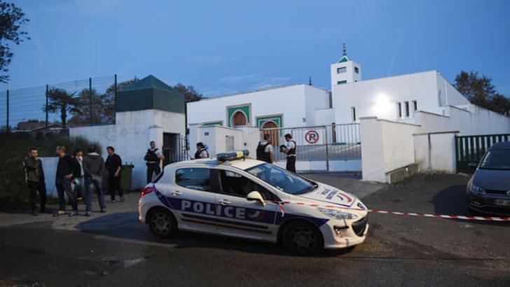 ফ্রান্সে মসজিদে উগ্রবাদী রাজনীতিবিদের গুলিতে আহত ২ মুসল্লি