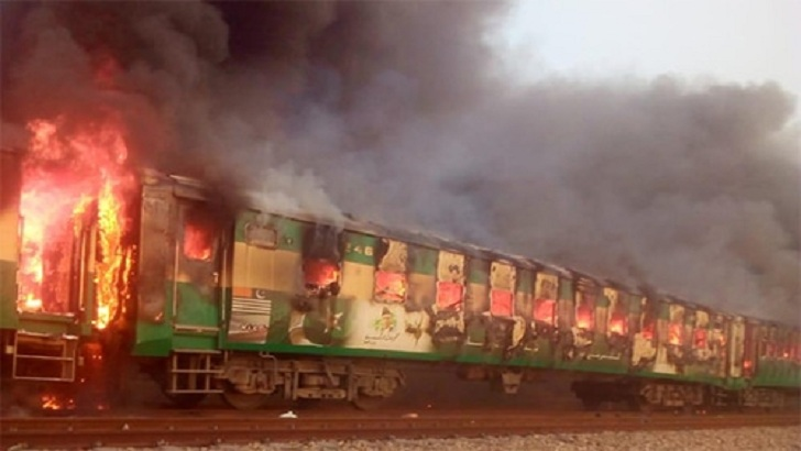 পাকিস্তানে ট্রেনে সিলিন্ডার বিস্ফোরণে ৪৬ যাত্রী নিহত