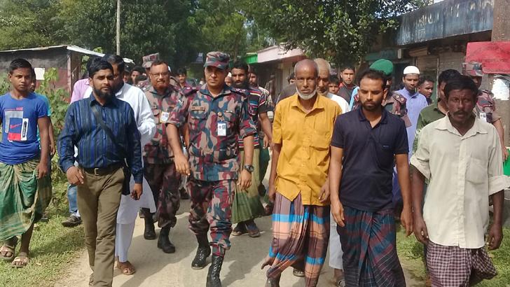 চোরাচালানীদের হামলার ঘটনাস্থল পরিদর্শন করেন বিজিবির ঊর্ধ্বতন কর্মকর্তারা