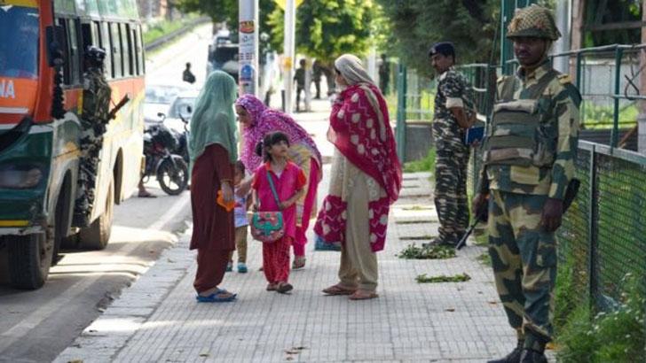 খাঁচাবন্দী জীবনযাপনের ১০০ দিনে কতটা স্বাভাবিক কাশ্মীর