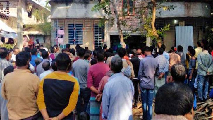 বানারীপাড়ায় প্রবাসীর বাড়িতে ৩ লাশ, একদিন পর মামলা