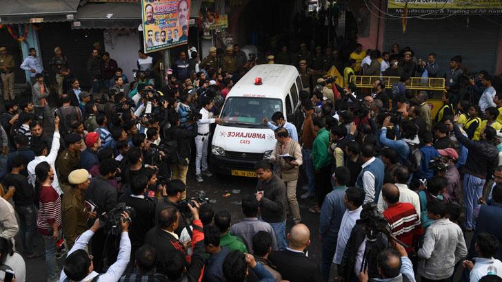 ভারতের রাজধানী দিল্লিতে একটি কারখানায় অগ্নিকাণ্ডের ঘটনায় কমপক্ষে ৪৩ জন নিহত হয়েছেন। আহত হয়েছেন অর্ধশতাধিক।