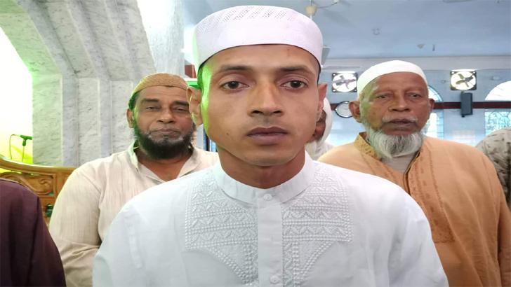 দাগনভূঞায় ইসলাম গ্রহণ করলেন রুপম দাস