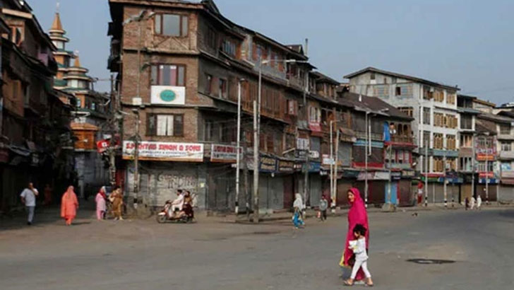 জম্মু-কাশ্মীরে এসএমএস, ভয়েস কল চালু হলেও বন্ধ সামাজিক মাধ্যম