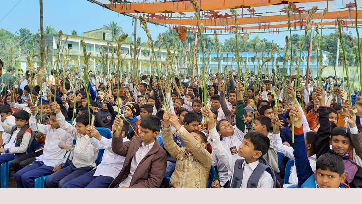 গুরুদাসপুর সরকারি পাইলট মডেল উচ্চ বিদ্যালয়ের এসএসসি পরীক্ষাদের বিদায় ও ষষ্ঠ শ্রেণির শিক্ষার্থীদের বরণ