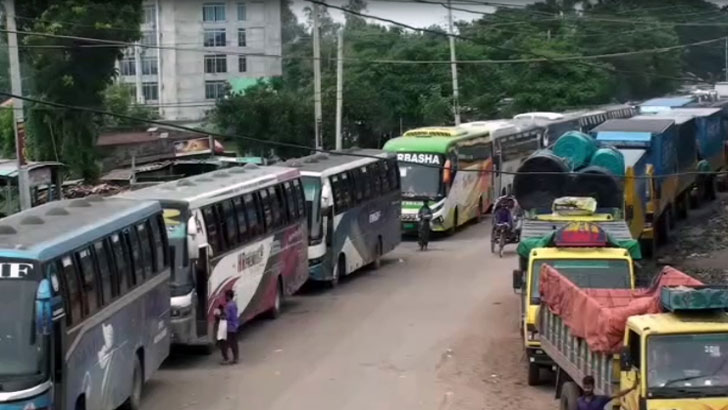 দৌলতদিয়া-পাটুরিয়ায় পারাপারের অপেক্ষায় শত শত যানবাহন