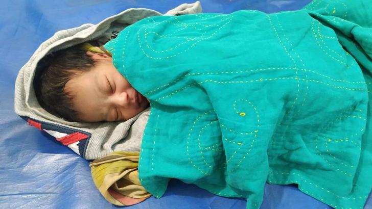 ভৈরবে বৃদ্ধার কোলে নবজাতক রেখে পালালেন নারী