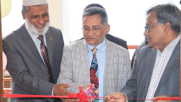 ইউজিসি চেয়ারম্যান প্রফেসর ড. কাজী শহীদুল্লাহ 'স্মার্ট ক্লাস রুম'-এর উদ্বোধন করেন