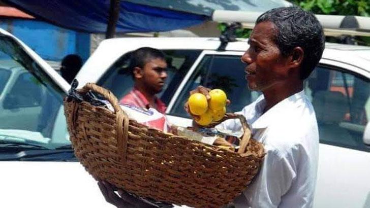 ভারতে এবার কমলা বিক্রেতার ঝুড়িতে 'পদ্মশ্রী'