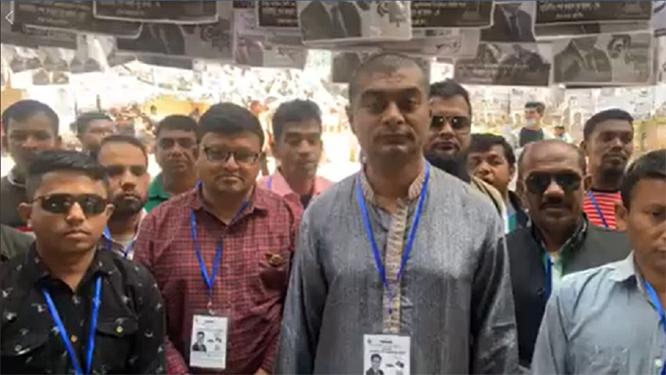 ঢাকা সিটি নির্বাচনে ভোট দিলেন পটুয়াখালীর মেয়র! (ভিডিও)