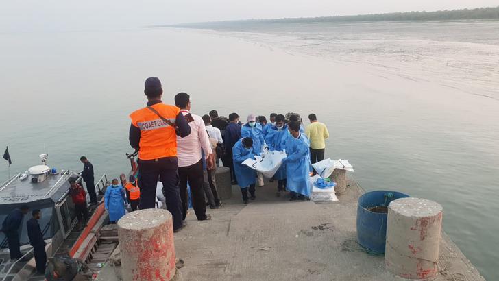 বঙ্গোপসাগরে ট্রলারডুবি: একদিন পর আবদুল্লাহকে জীবিত উদ্ধার