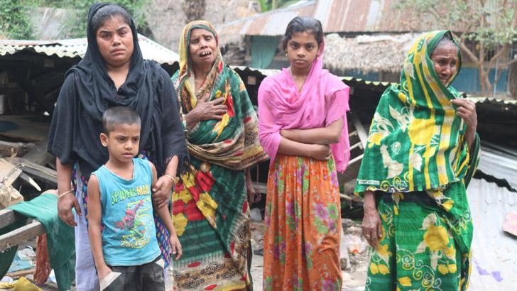 মঠবাড়িয়ায় ৩ নারীকে গাছে বেঁধে বসতঘর গুঁড়িয়ে দিল দুর্বৃত্তরা