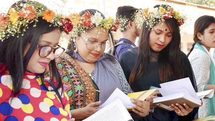 বইমেলায় বিক্রির শীর্ষে তরুণদের বই
