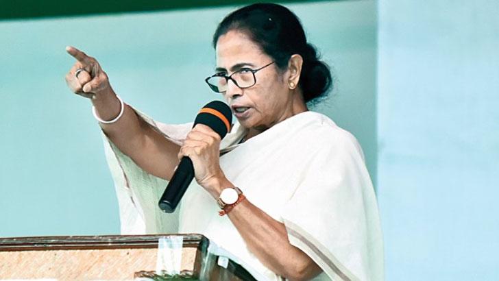 'দিল্লি থেকে নজর সরাতেই ভারতে করোনা আতঙ্ক'