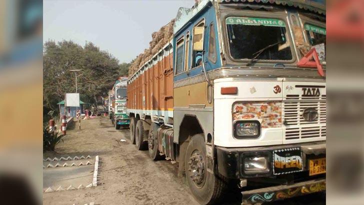 সাড়ে ৫ মাস পর সোনামসজিদ বন্দরে ভারতীয় পেঁয়াজের ট্রাক