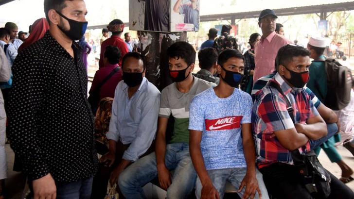 করোনায় বিপর্যস্ত বিশ্ব : ঝুঁকিতে বাংলাদেশ