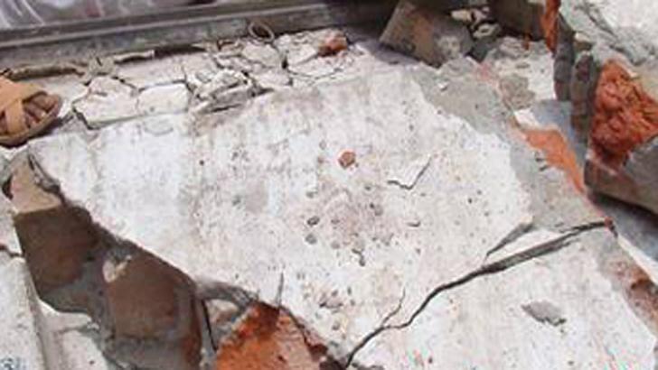 আশুলিয়ায় হঠাৎ ভেঙে পড়ল বহুতল ভবনের দেয়াল, আহত ৪