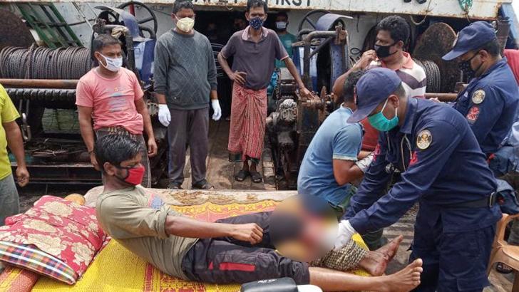 বঙ্গোপসাগরে মিয়ানমারের নৌবাহিনীর গুলিতে ৬ বাংলাদেশি আহত