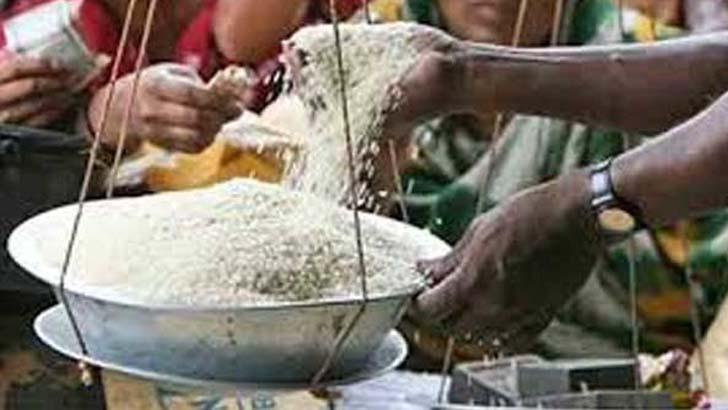 পিরোজপুরে চালে নয়ছয়, সোয়া লাখ টাকা জরিমানা দিলেন ডিলার