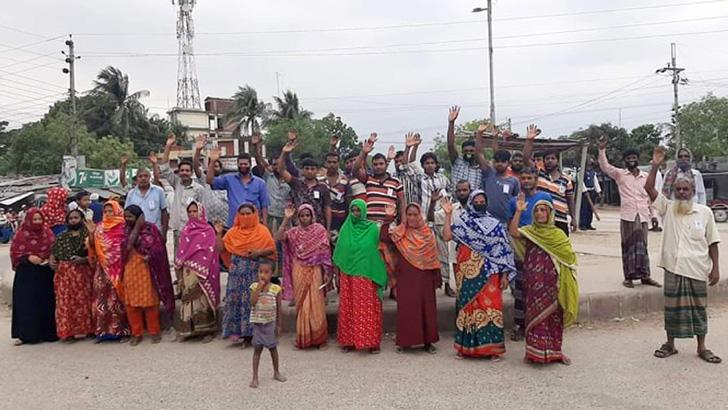 খাদ্যসামগ্রী না পেয়ে গোদাগাড়ীতে হোটেল শ্রমিকদের বিক্ষোভ