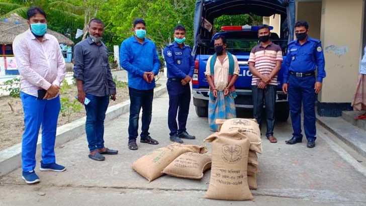 রাঙ্গাবালীতে ত্রাণের ২৪০ কেজি চালসহ আটক আইয়ুব আলী ব্যাপারী