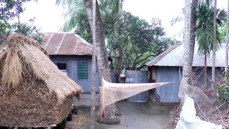 কুষ্টিয়ায় নার্সকে হাসপাতালে যেতে এলাকাবাসীর বাধা