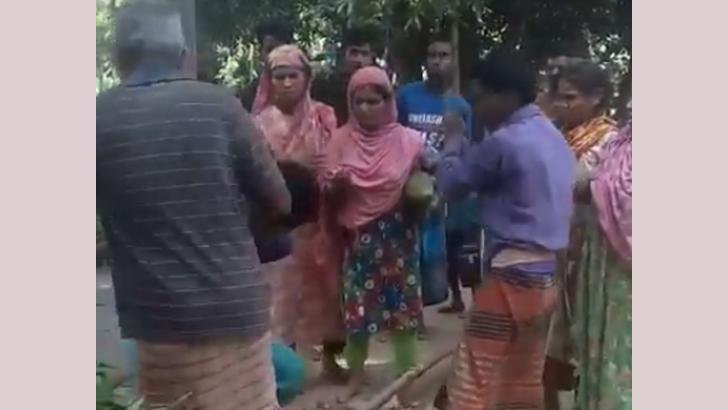 দিনাজপুরের বীরগঞ্জে গাছে বেঁধে মাদ্রাসাছাত্রকে নির্যাতন