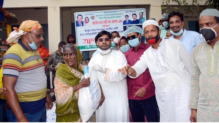 রংপুরে ৯০০ পরিবারে সাদ এরশাদের খাদ্যসামগ্রী বিতরণ